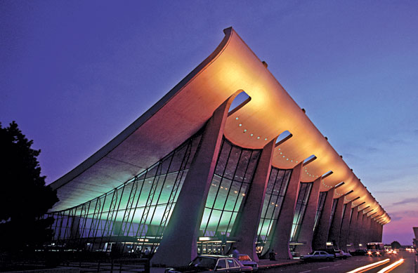 Price cites Earo Saarinen's Dulles Airport Terminal as a seminal inspiration for new architectural design.