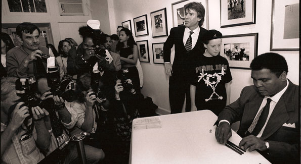 Muhammad Ali at a book signing at Govinda Gallery, September 1995. Photo by Chester Simpson.