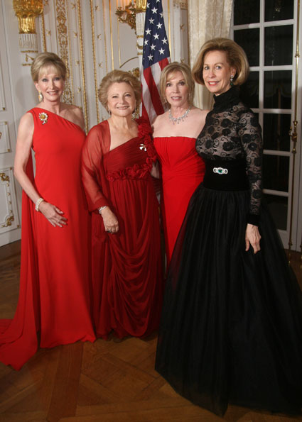 Ball co-chairmen Mary Mochary, Susan Keenan, and Michele Kessler with Red Cross Chairman Bonnie McElveen-Hunter.