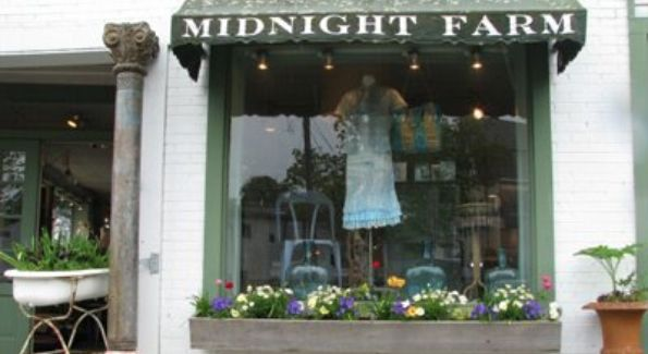 Outside Midnight Farm's Chic Boutique. Courtesy of Farmhouse Musings.