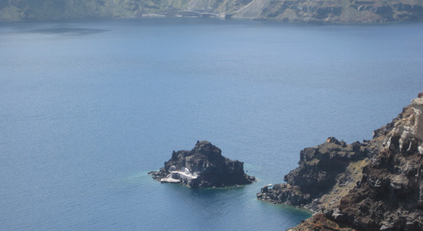View of Ammoudi Bay from Oia