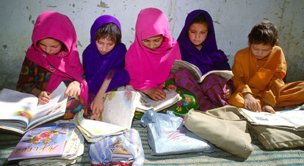 Kashmiri refugees in a Pakistan school. (Image courtesy Central Asia Institute)
