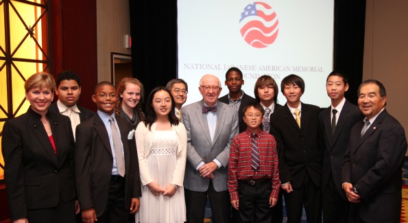 Justice Stevens Montgomery County Roberto Clemente  Middle School with 8th graders who attended the luncheon. Photo courtesy of joeshymanski.com.
