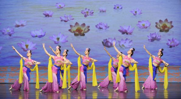 A group dance performance of the Golden Lotus from Shen Yun Performing Arts. Image by Shen Yun Performing Arts.