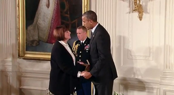 President Barack Obama with honoree Linda Ronstadt (Photo WhiteHouse.gov)