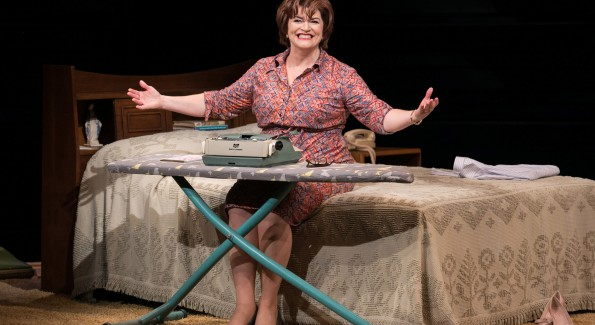 "Barbara Chisholm as Erma Bombeck in ""Erma Bombeck: At Wit's End"" at Arena Stage at the Mead Center for American Theater. (Photo by C. Stanley Photography)"